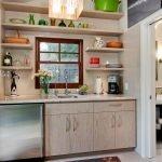 Посуда в интерьере кухни