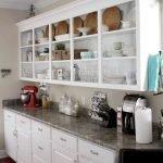 Кухонные шкафы с открытыми полками белого цвета