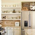 Дизайн маленькой кухни с открытыми полками