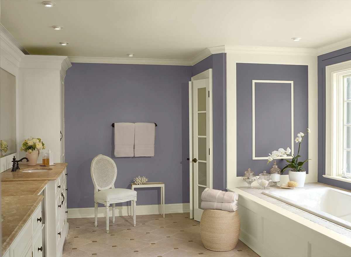 Фиолетовые стены в ванной