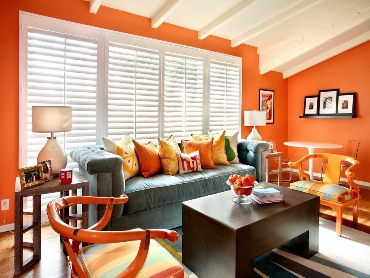 Оранжевые стены в интерьере