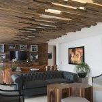 Оригинальный дизайн потолка в интерьере гостиной