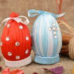 Ленты и стразы на яйцах
