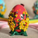 Яйцо с объемным декором