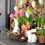 Пасхальные зайцы и цветы