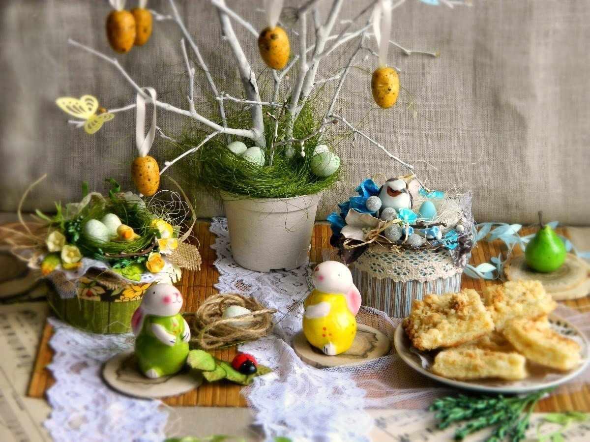 Пасхальные зайцы на столе