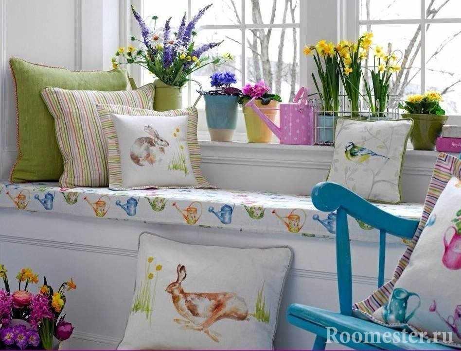 Подушки с пасхальными зайцами в интерьере