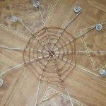 Проволоку обматываем нитками и закрепляем клеем