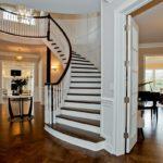 Лестница с ограждением