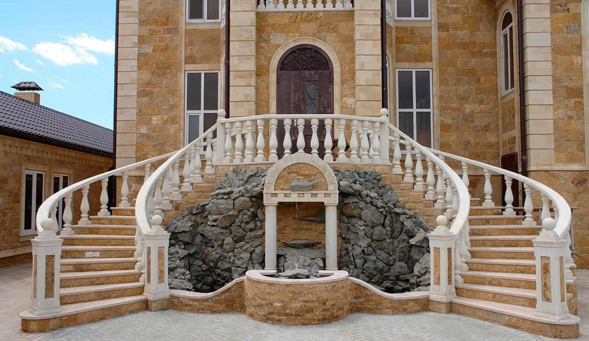 Лестница с перилам из бетона