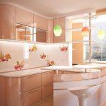 Разноцветные люстры на кухне