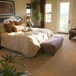 Современная спальня в частном доме
