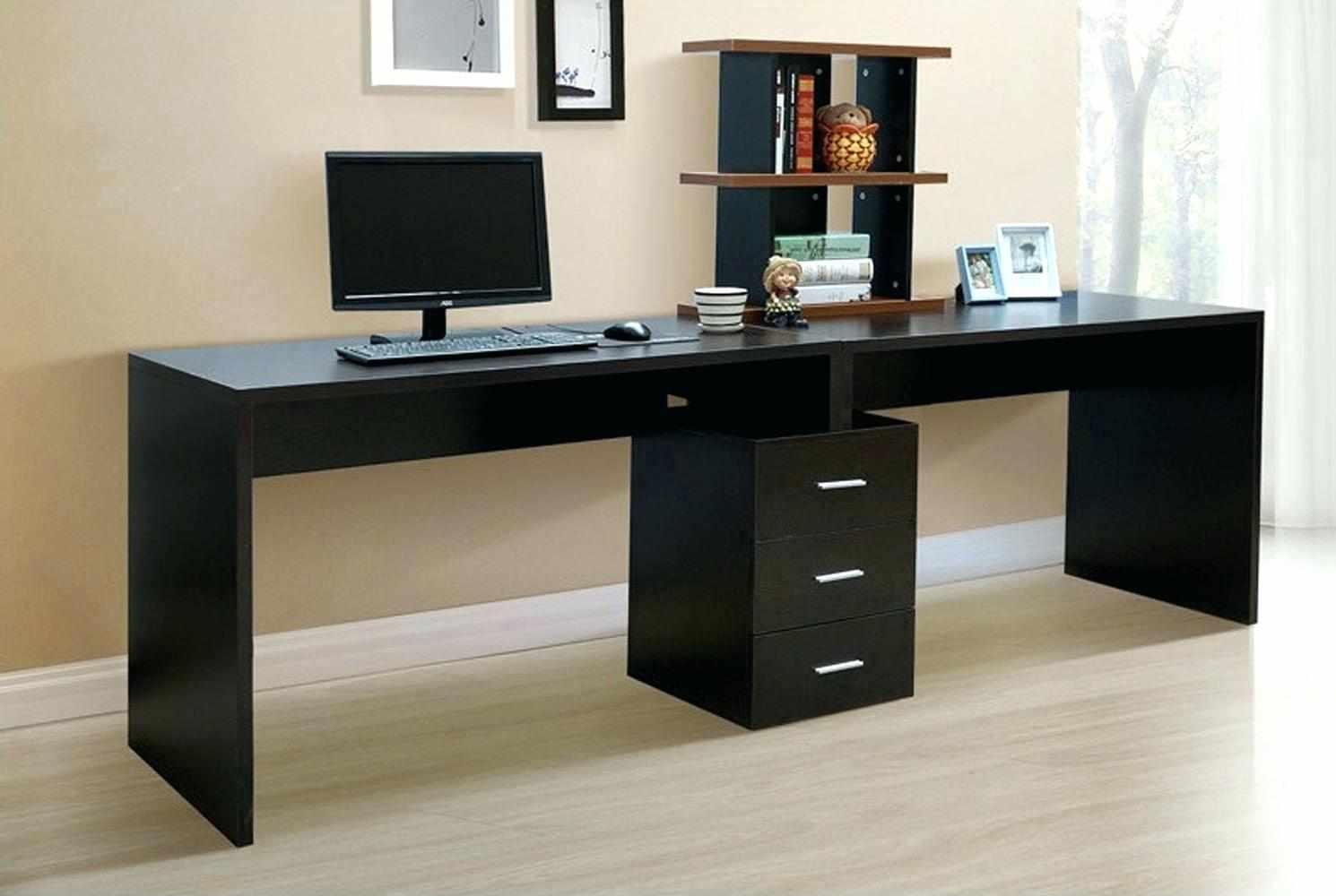Письменный стол на два рабочих места в интерьере