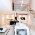 Стол у лестницы