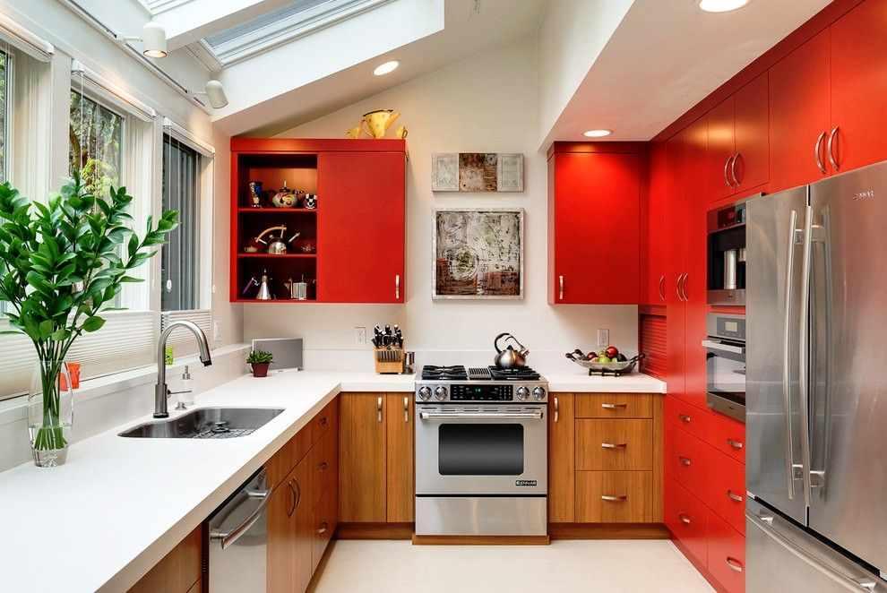 Кухня с мансардным окном