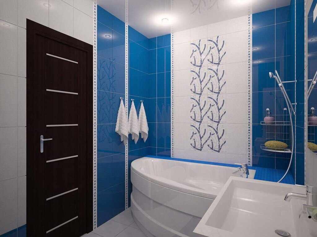 Синяя плитка в ванной