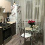 Стеклянный столик на кухне