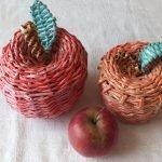 Яблоки из газетных трубочек