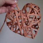 Сердце из газетных трубочек