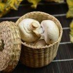 Корзинка для грибов из газетных трубочек
