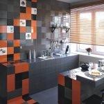 Оранжевый и черный в дизайне небольшой кухни