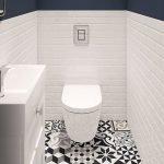 Синие обои и белая плитка в дизайне туалета