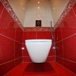 Красно-белый дизайн туалета