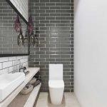 Плитка под черный кирпич в дизайне туалета