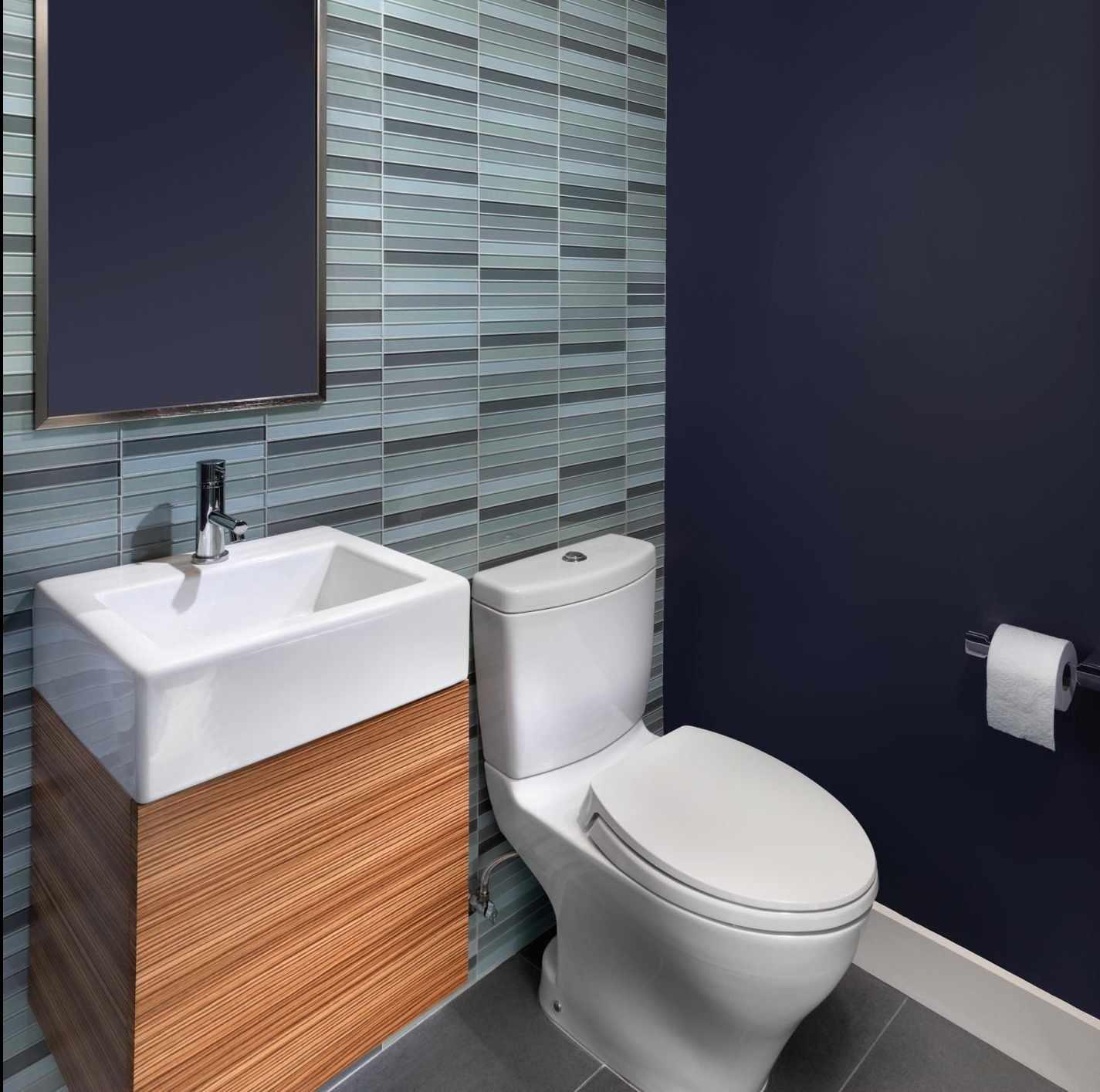 Серый и синий в дизайне туалета