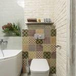 Дизайн ванной с плиткой с орнаментом