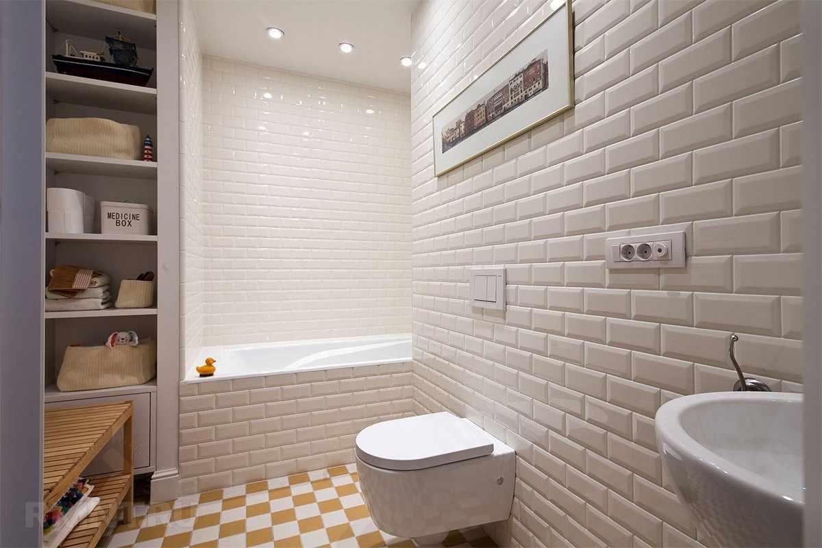 Фактурная плитка в туалете