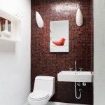 Мозаика бордового оттенка в дизайне туалета