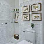 Картины в интерьере туалета