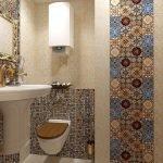 Плитка с цветным орнаментом в туалете
