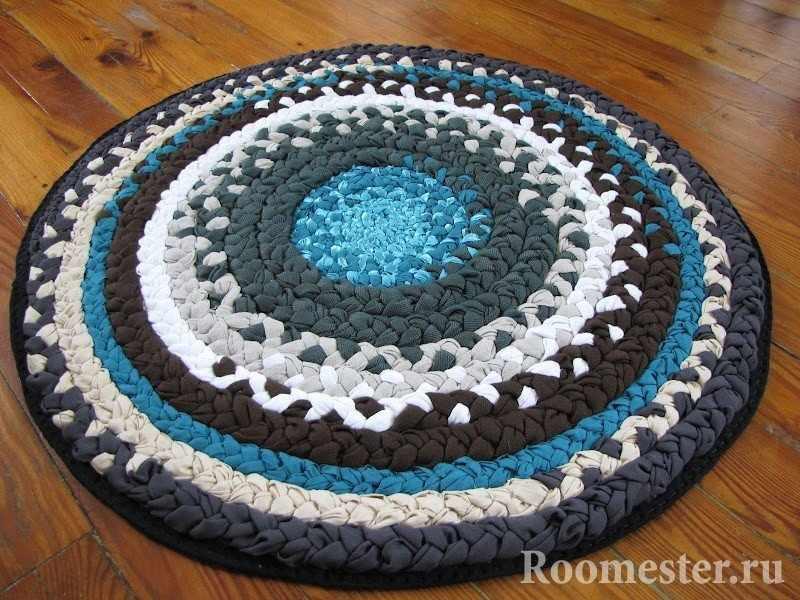 Бело-голубой коврик