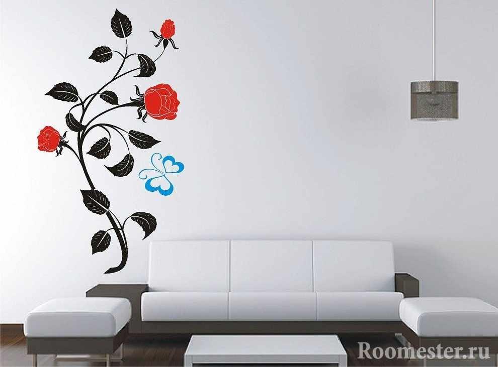 Роза на стене в гостиной