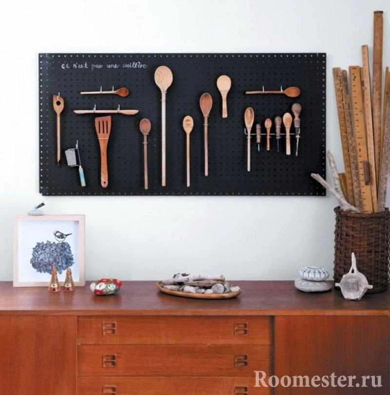 Панно для кухни из деревянных приборов