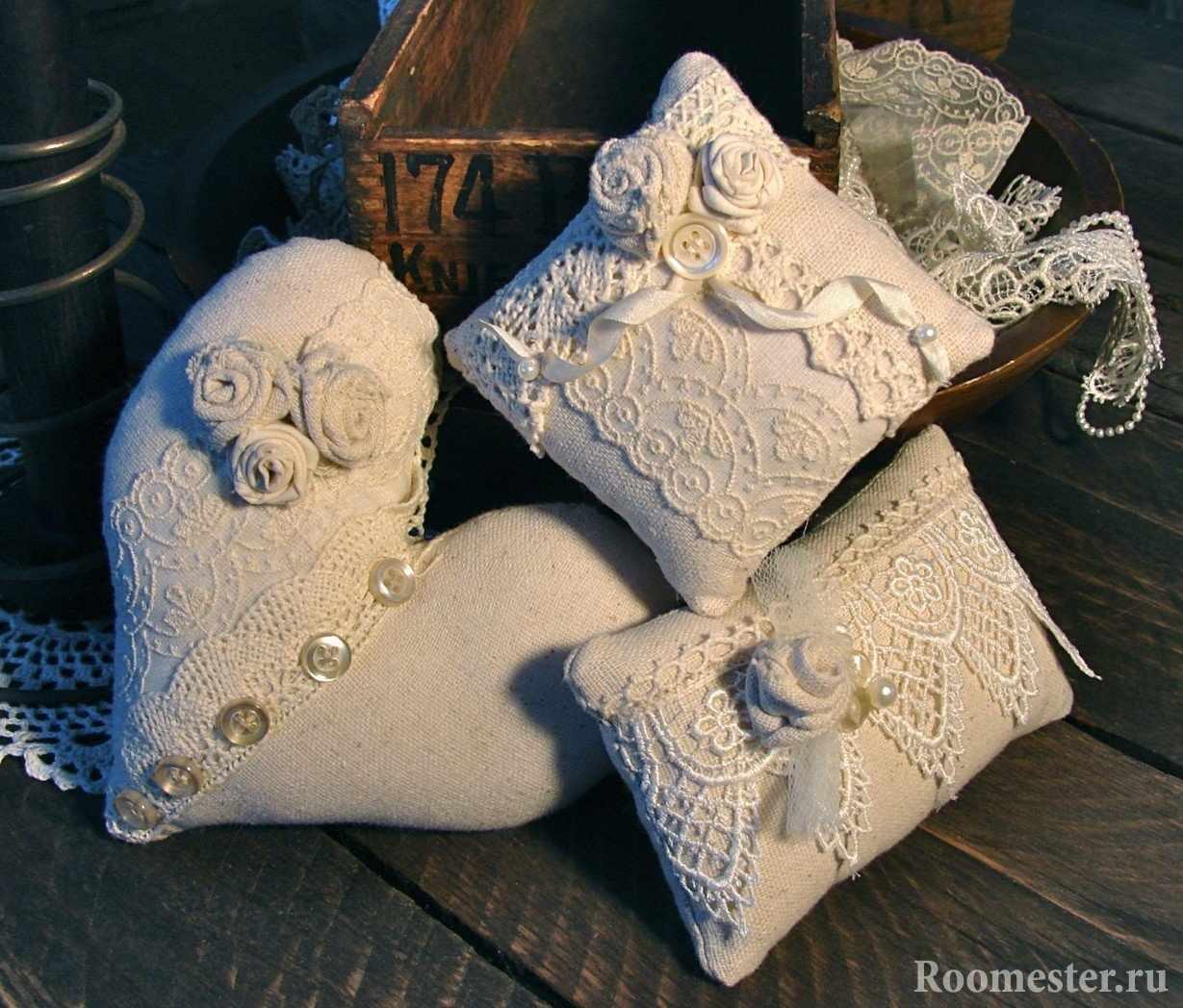 Кружевные подушки в стиле прованс