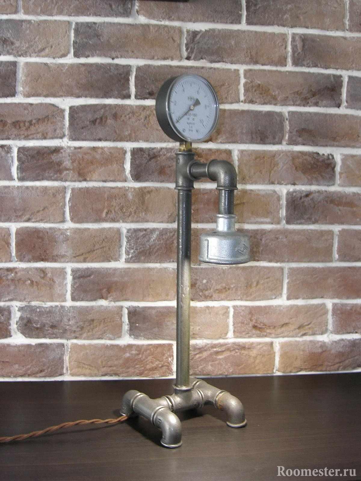 Светильник из трубы в стиле лофт