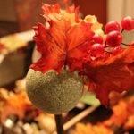 Клеим листья на шар