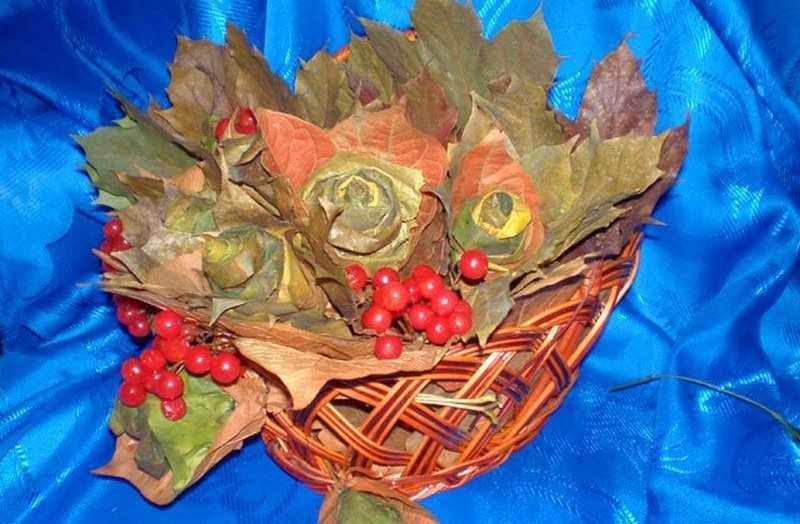 Икебана из листьев