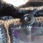 Для застежки пришиваем петлю и пуговицу