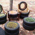 Столик между стульями