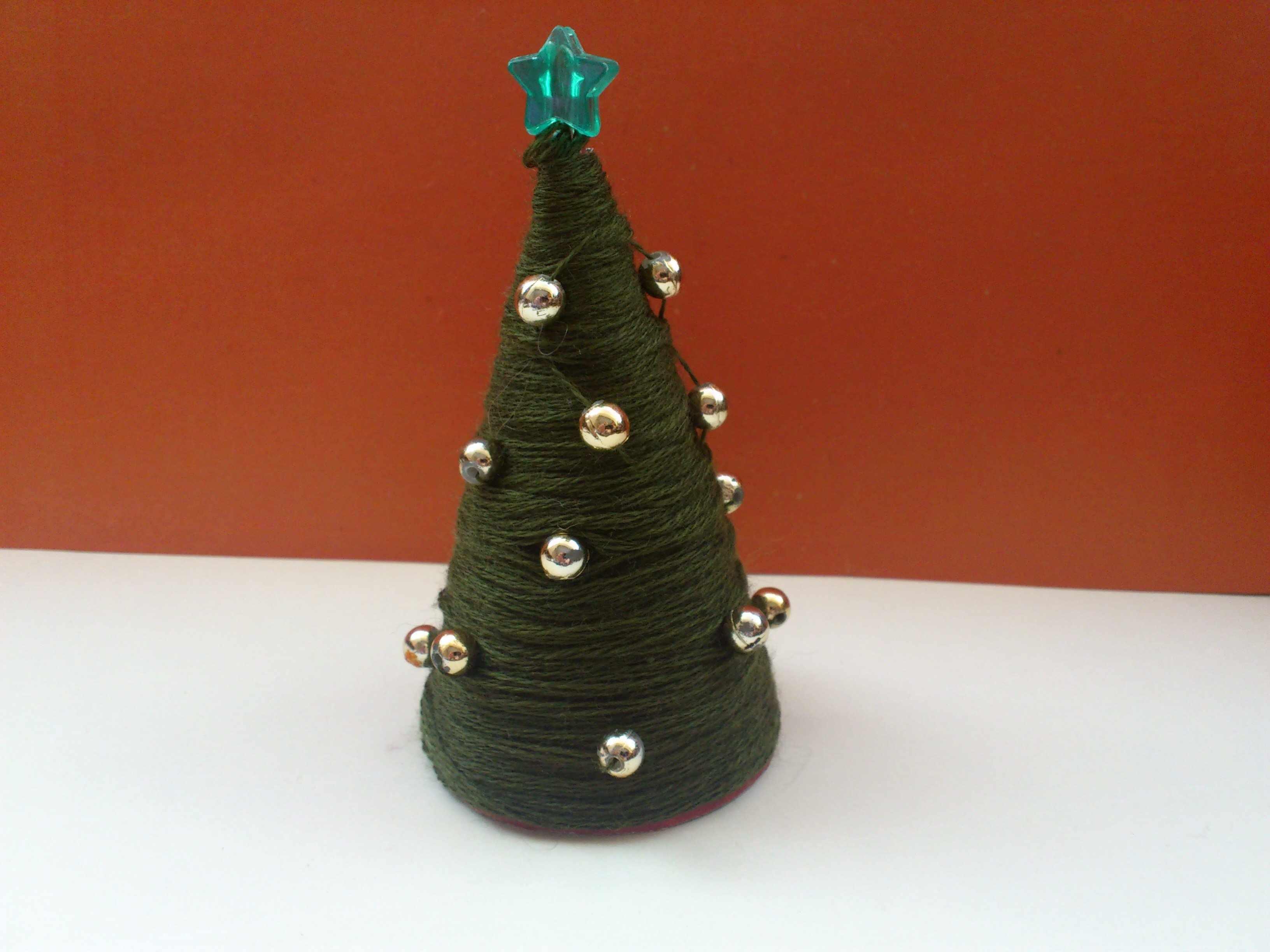 Новогоднее дерево с шарами