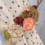 Цветы из ткани на канате