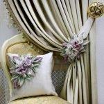 Цветы на подушке