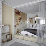 Изголовье кровати из большого зеркала