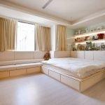 Диван-кровать в спальне