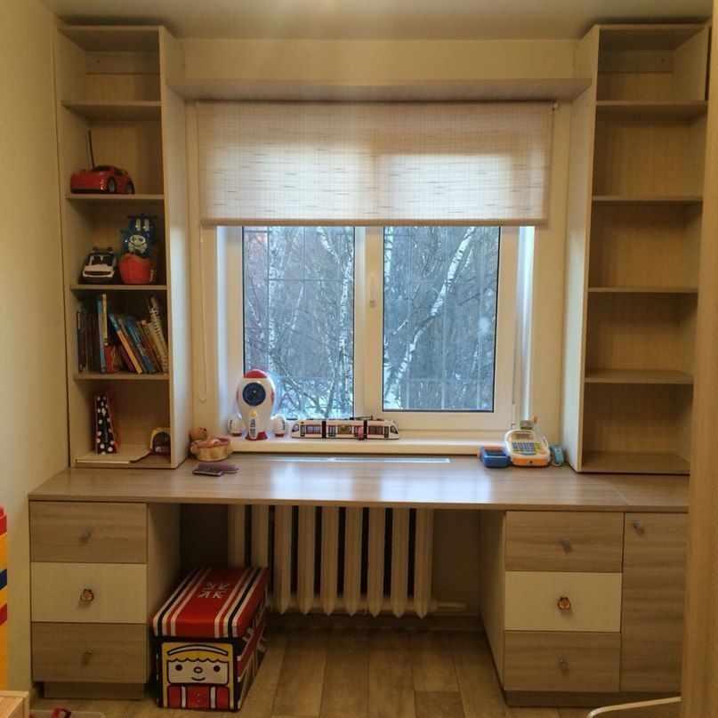 Подоконник-стол в детской