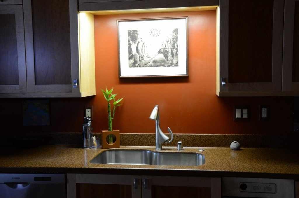 Подсветка картин на кухне